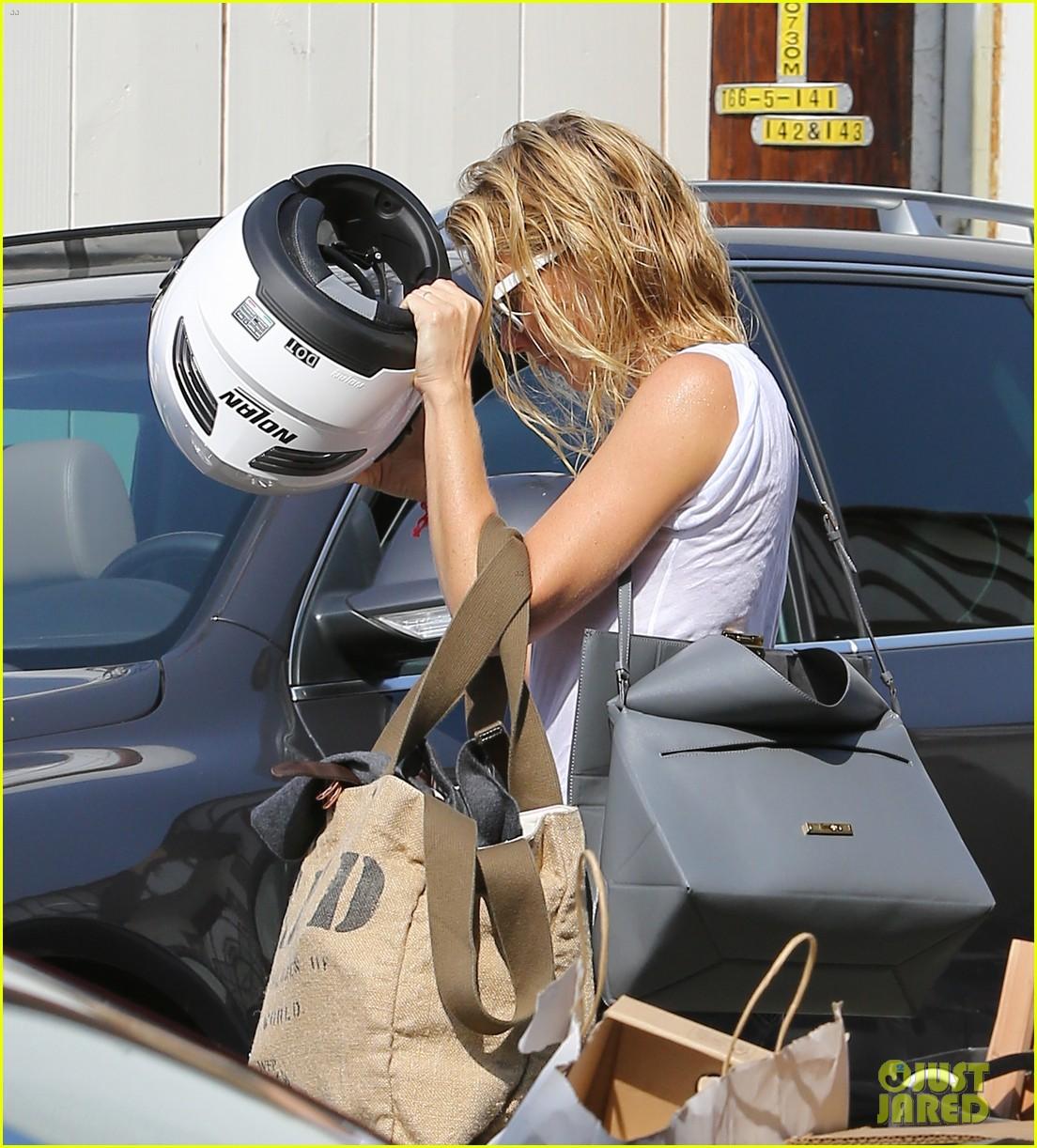 gwyneth paltrow rides her vespa to the gym 112949490