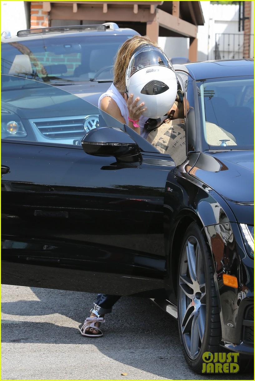 gwyneth paltrow rides her vespa to the gym 142949493