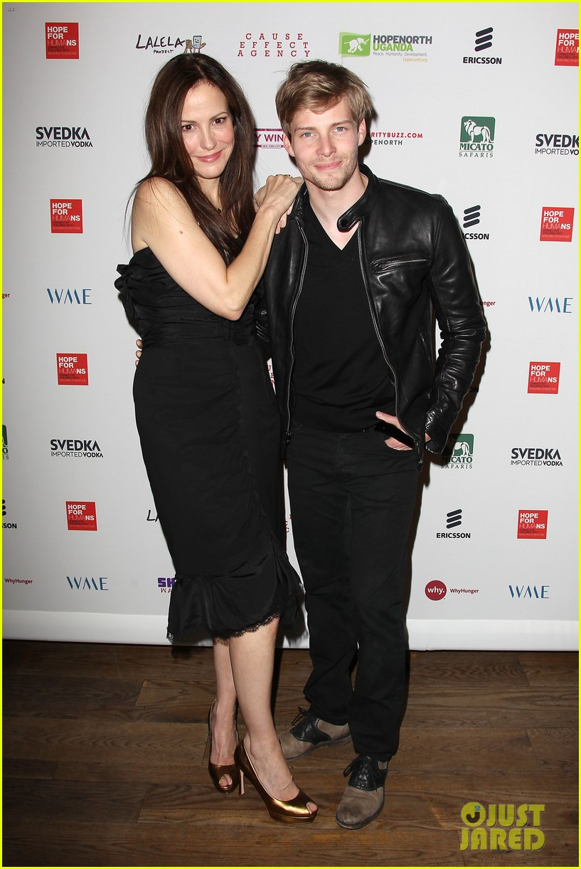 Hunter Parrish Dating Good mary-louise parker & hunter parrish reunite for hope north!: photo