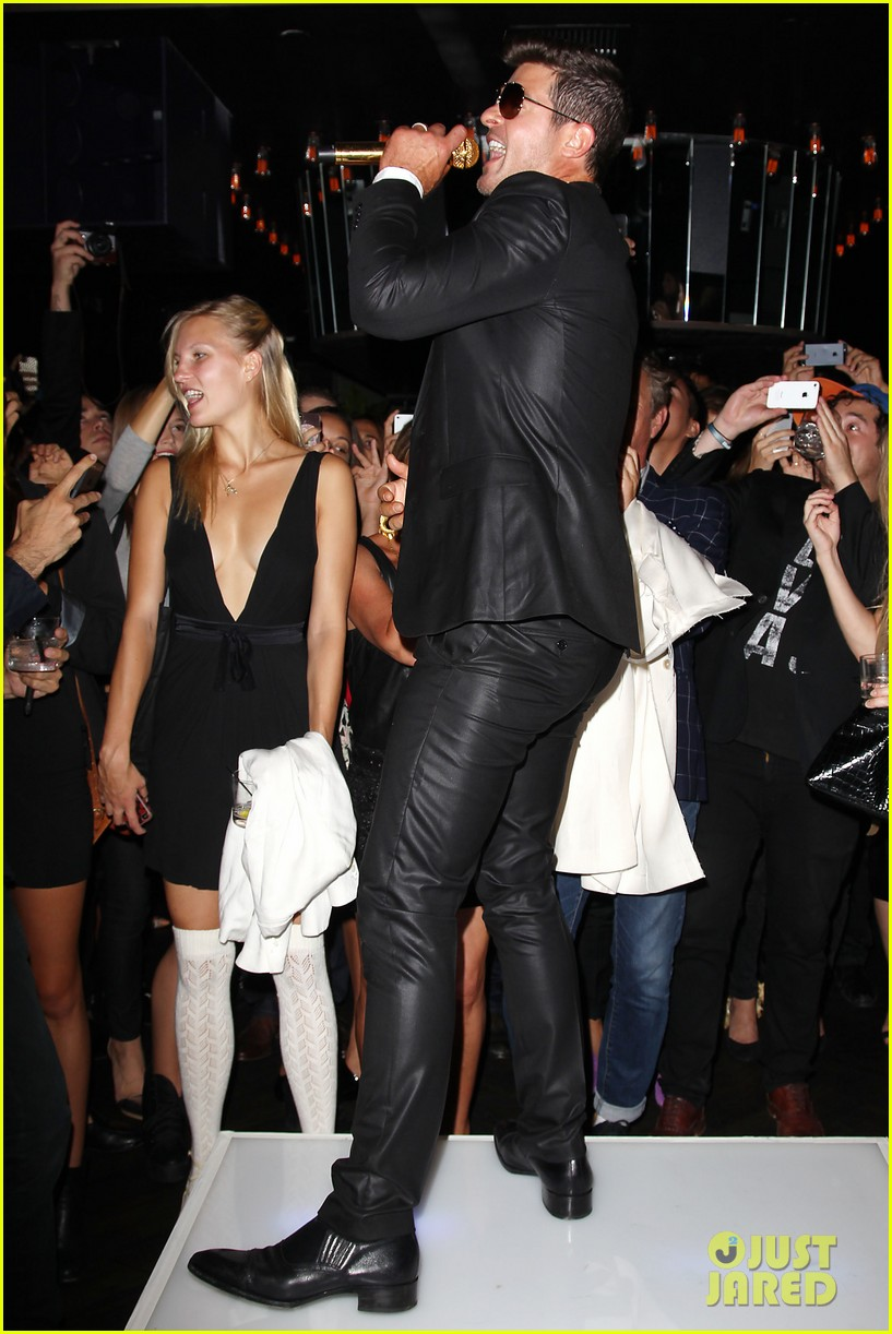 paula patton kisses robin thicke at his album release party 032944320
