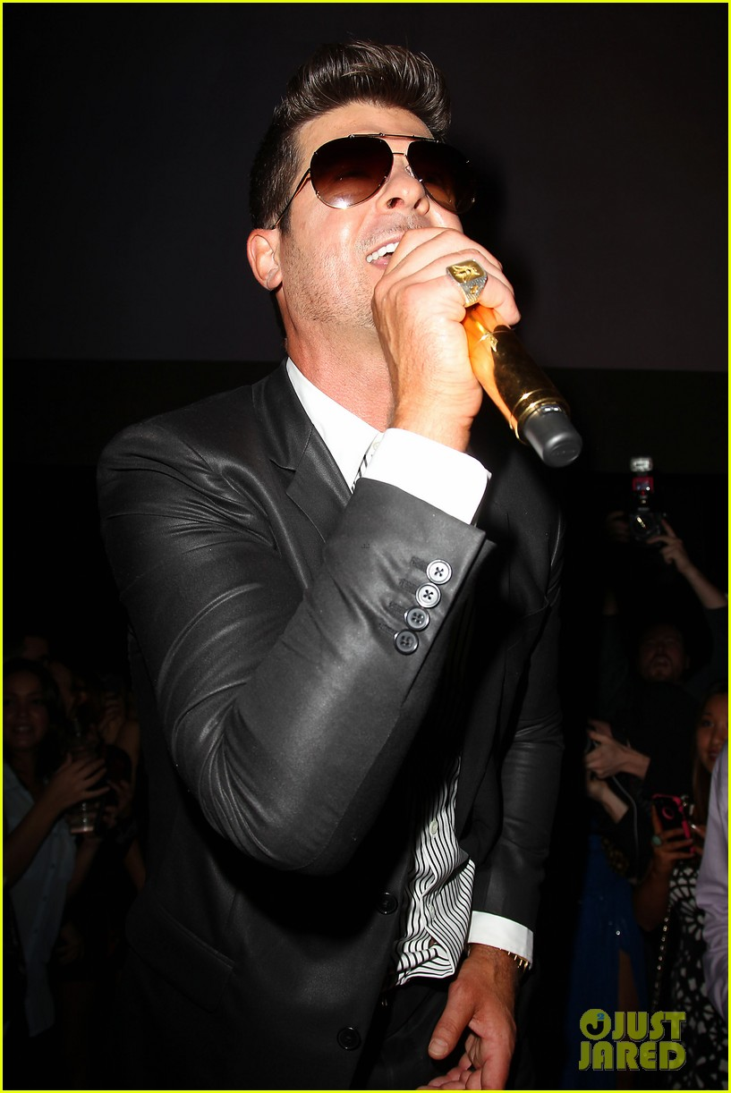 paula patton kisses robin thicke at his album release party 042944321