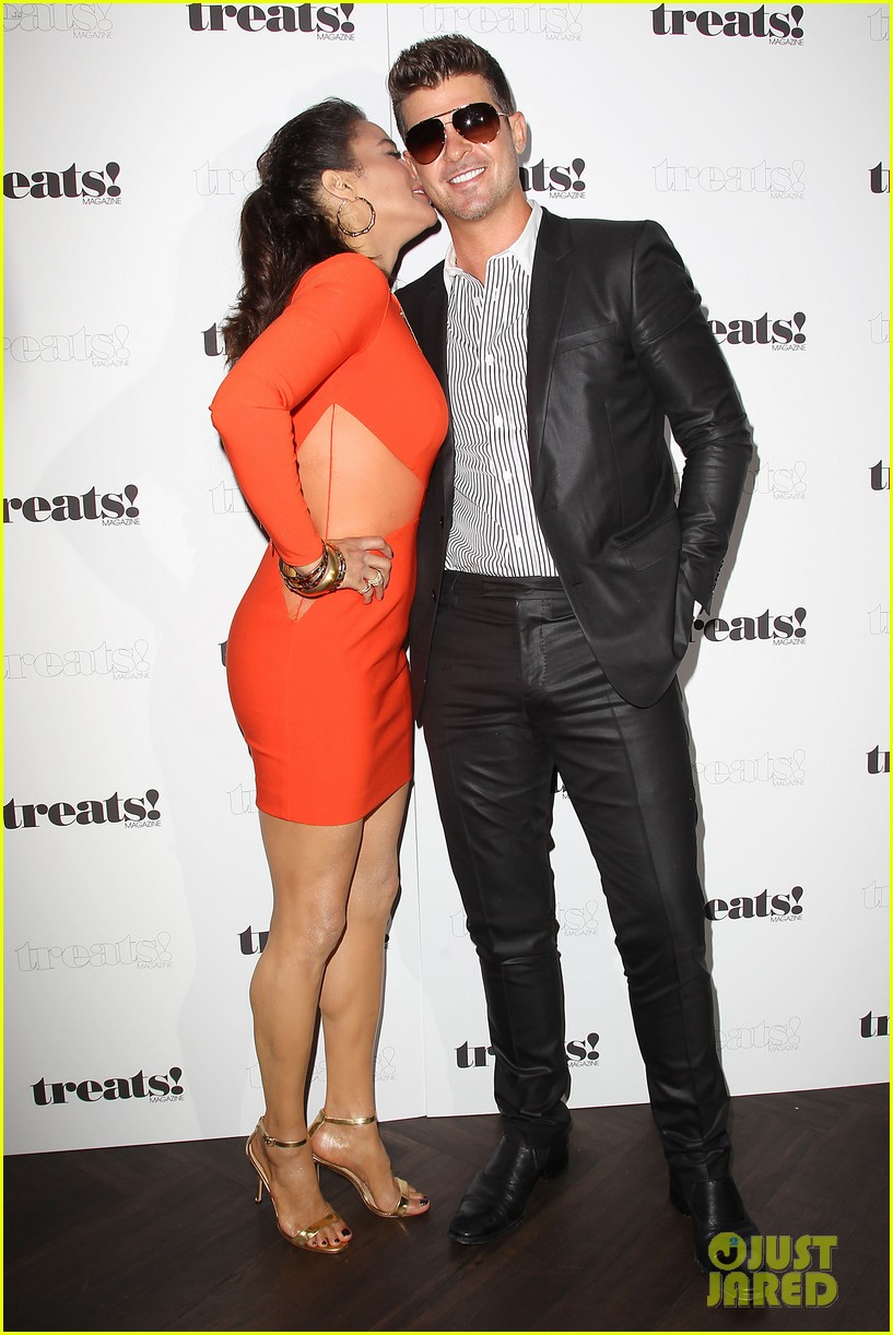 paula patton kisses robin thicke at his album release party 162944333