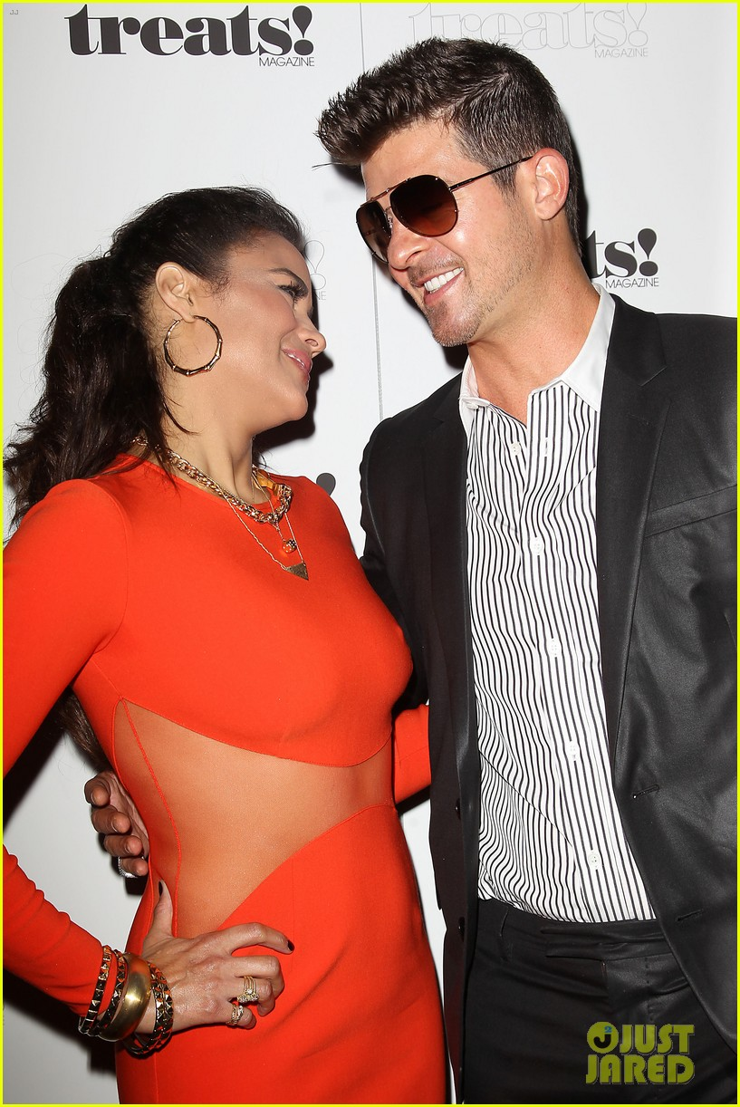 paula patton kisses robin thicke at his album release party 212944338