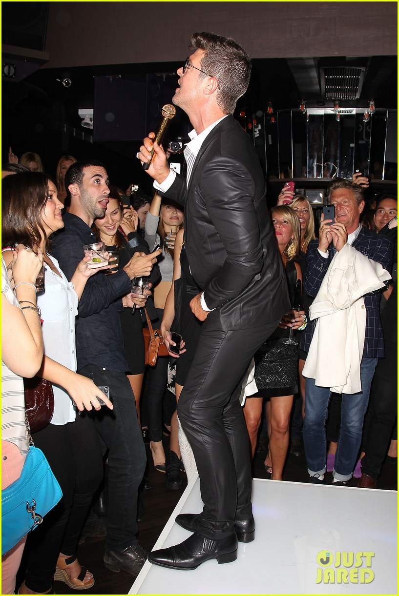 paula patton kisses robin thicke at his album release party 252944342