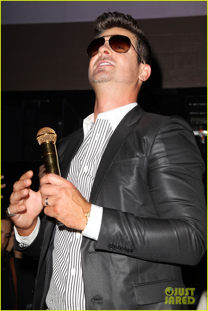 paula patton kisses robin thicke at his album release party 282944345