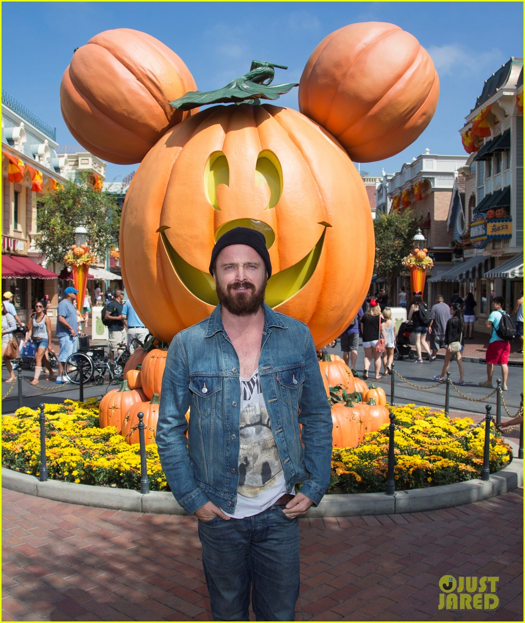 aaron paul visits disneyland breaking bad episode record 012955363