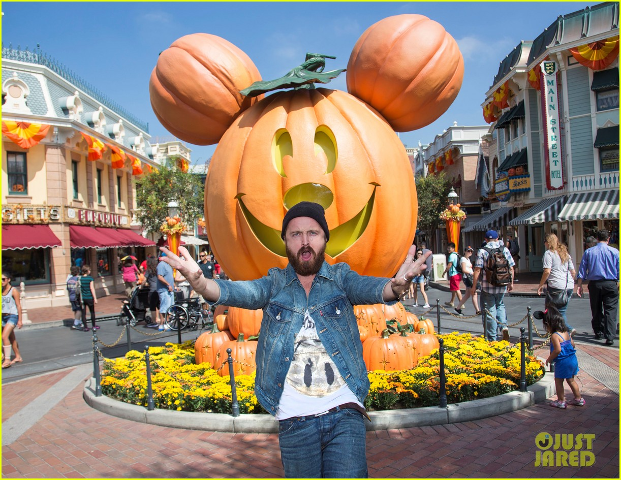 aaron paul visits disneyland breaking bad episode record 022955364