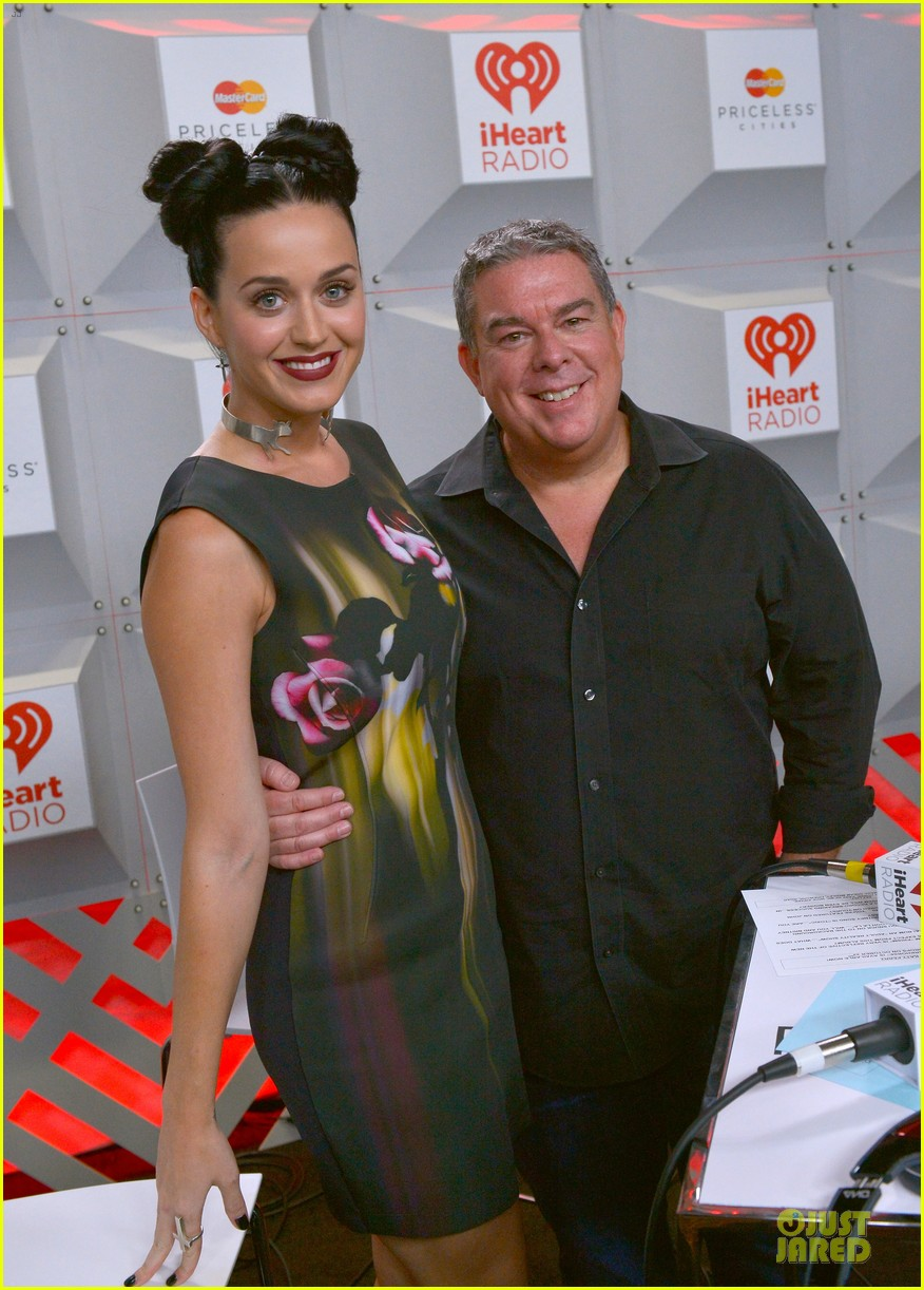 katy perry bares midriff at iheartradio music festival 082956550