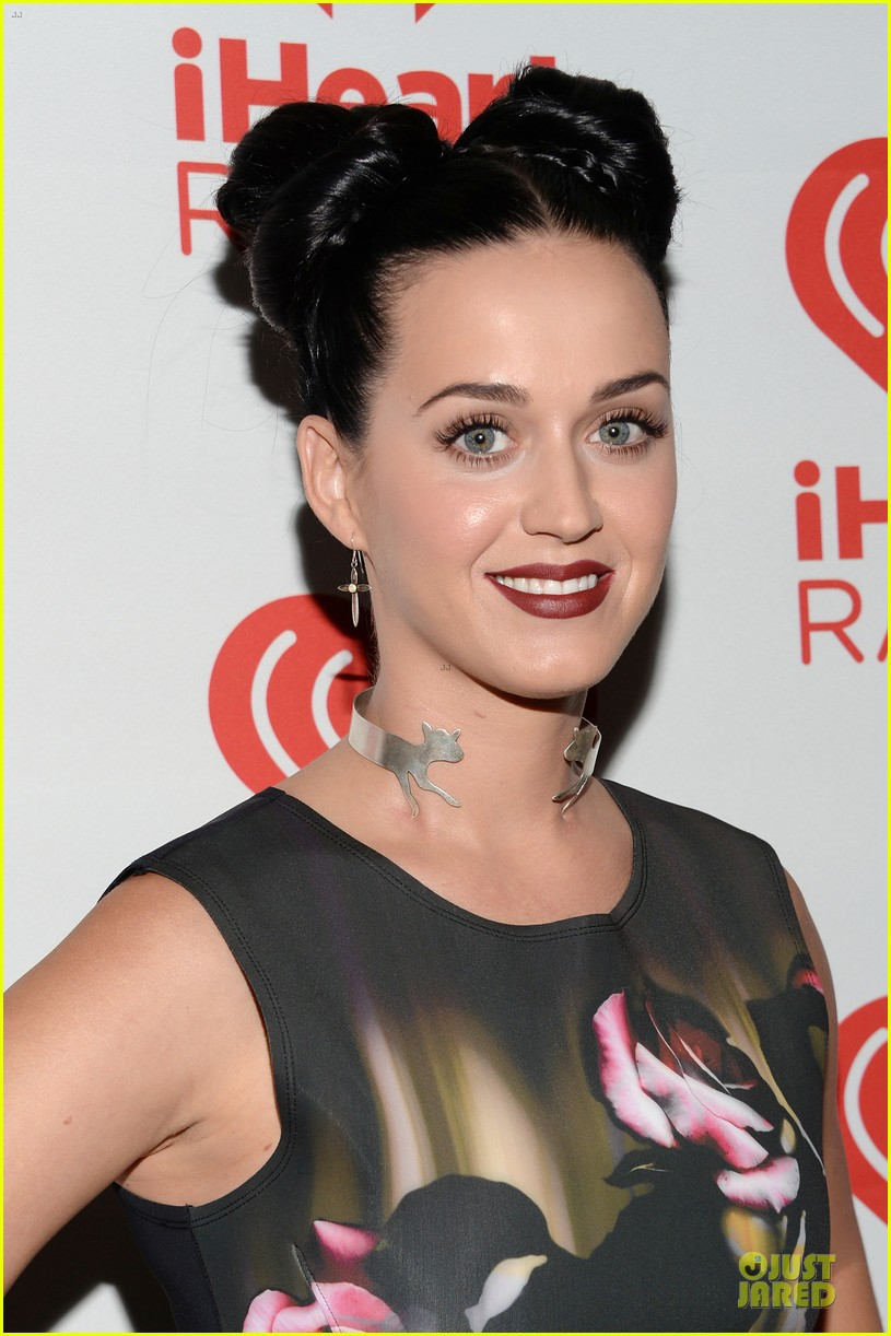 katy perry bares midriff at iheartradio music festival 10