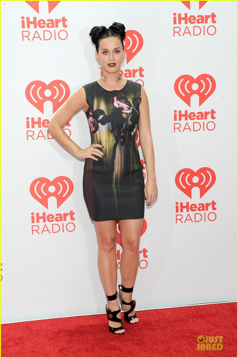katy perry bares midriff at iheartradio music festival 14