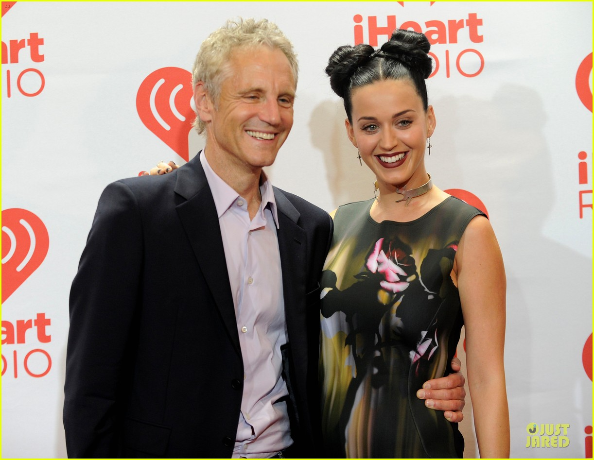 katy perry bares midriff at iheartradio music festival 30