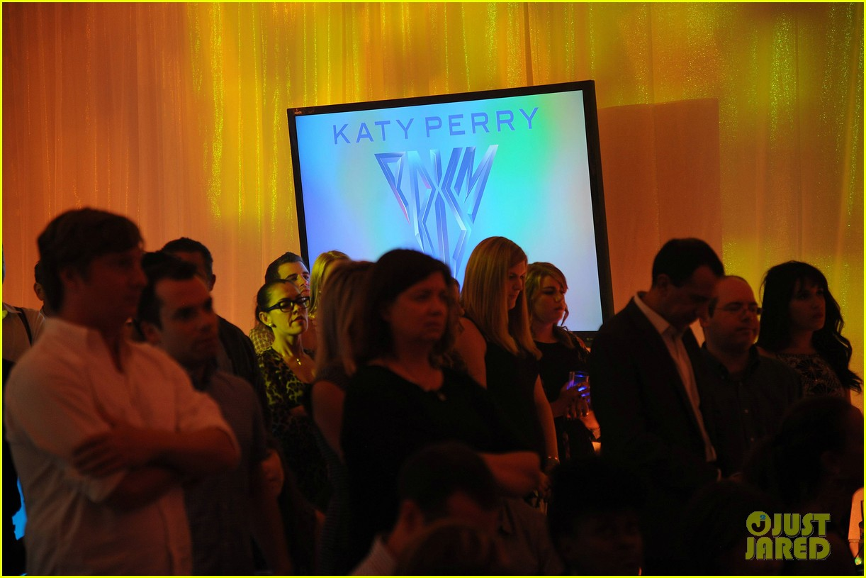 katy perry prism album listening party 082945090