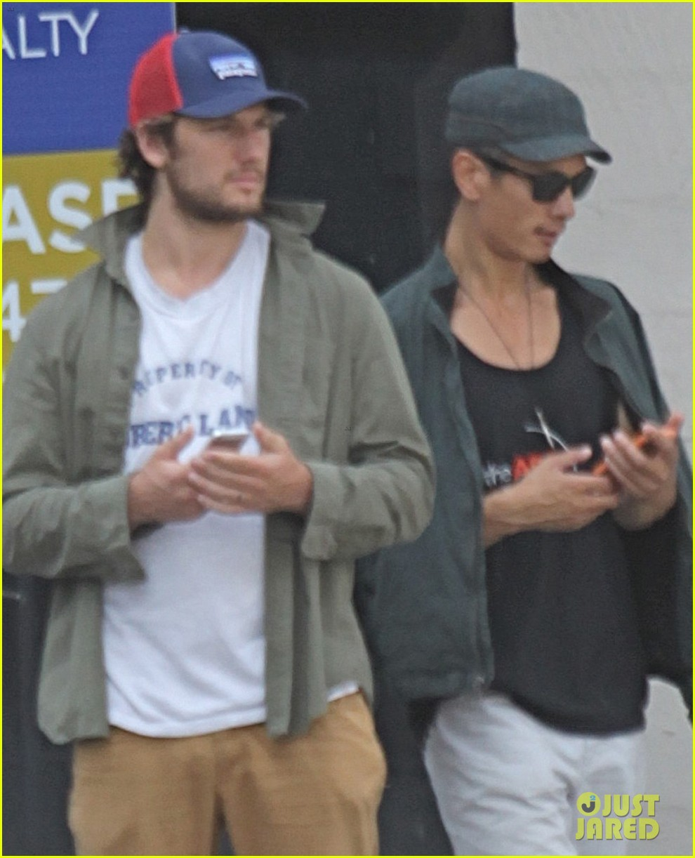 alex pettyfer makes video confirming his instagram account 032955124