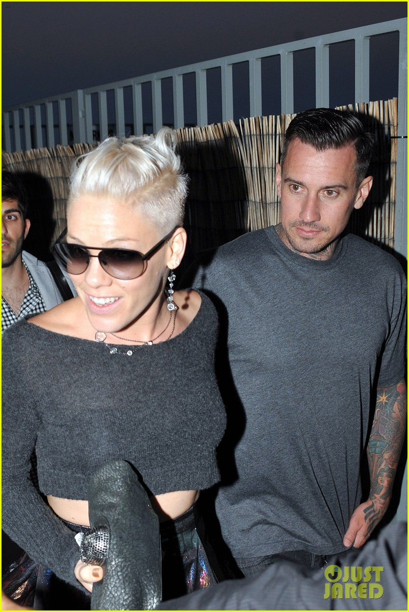 pink carey hart meet with record executives in sydney 222944154