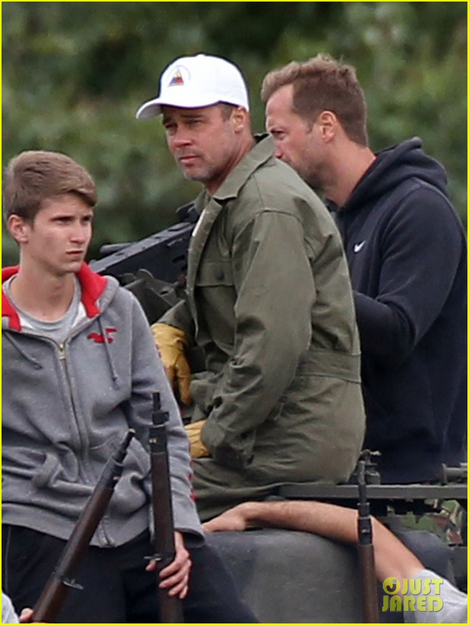 brad pitt shows off short haircut on fury set 032950110