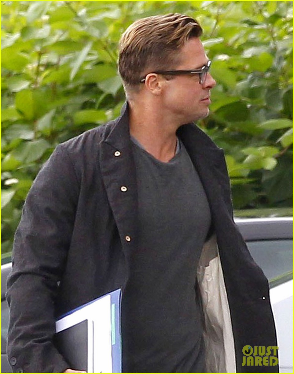 brad pitt shows off short sexy haircut 022953407