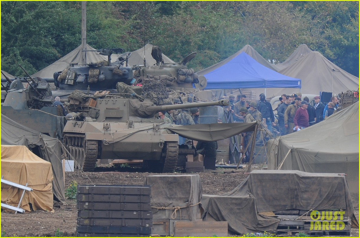 brad pitt rocks slicked back hair army outfit on fury set 26