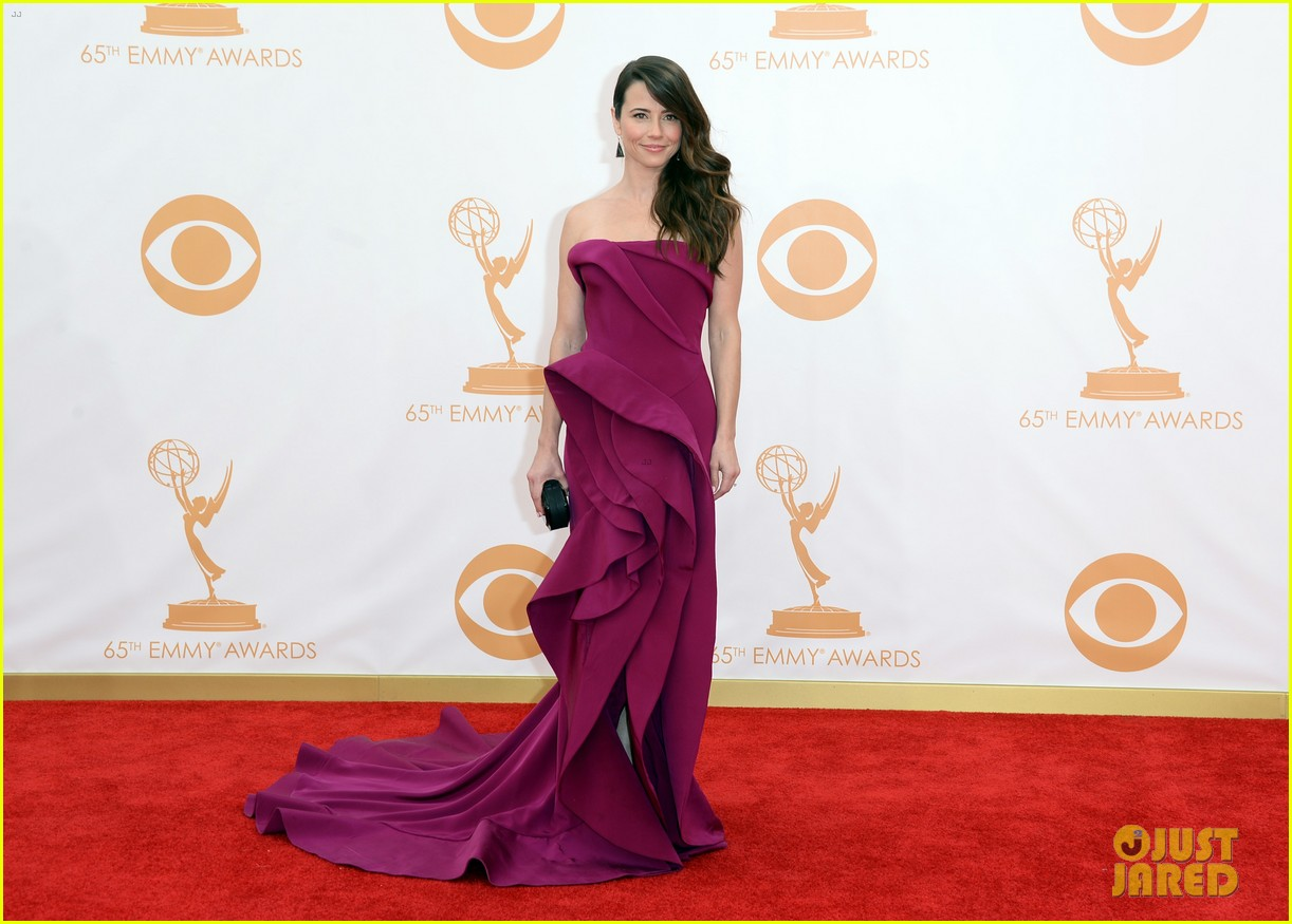 carrie preston linda cardellini emmys 2013 red carpet 082957910