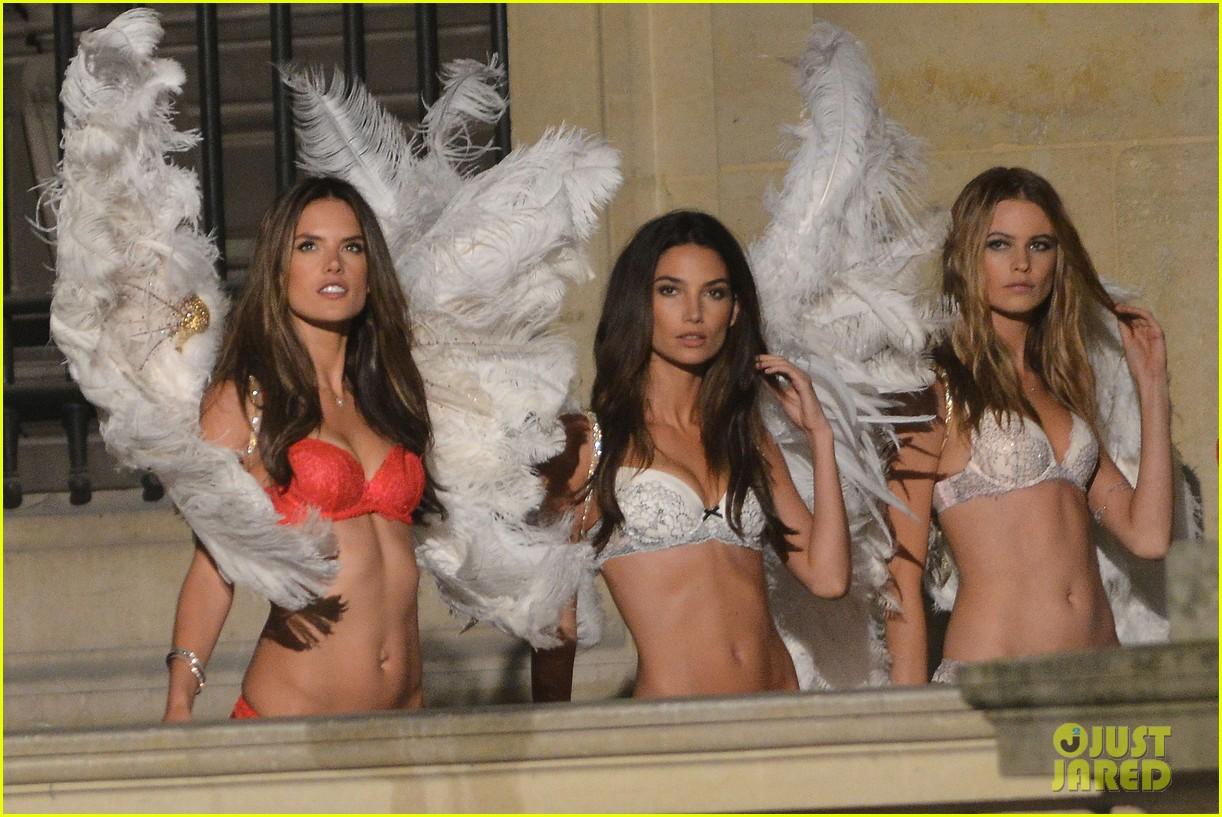 behati prinsloo lily aldridge vs angels louvre shoot 022954551