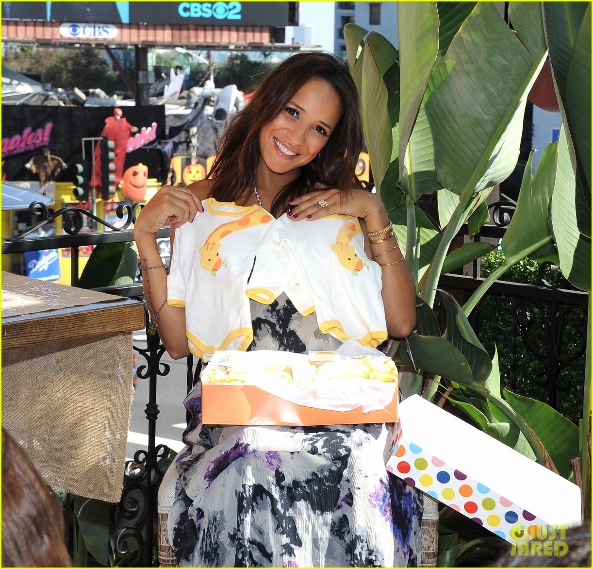 dania ramirez baby shower with devious maids ladies 062958934
