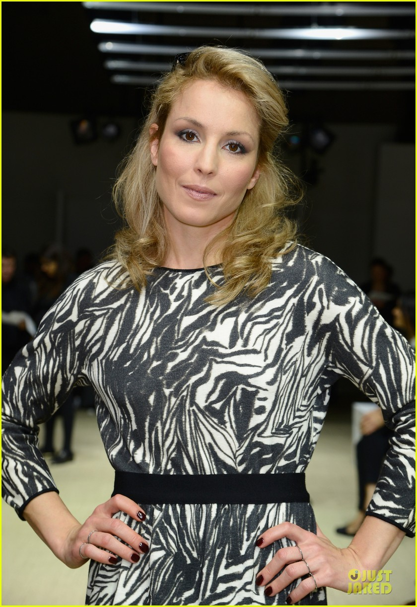 noomi rapace giambattista valli givenchy fashion shows 022963381