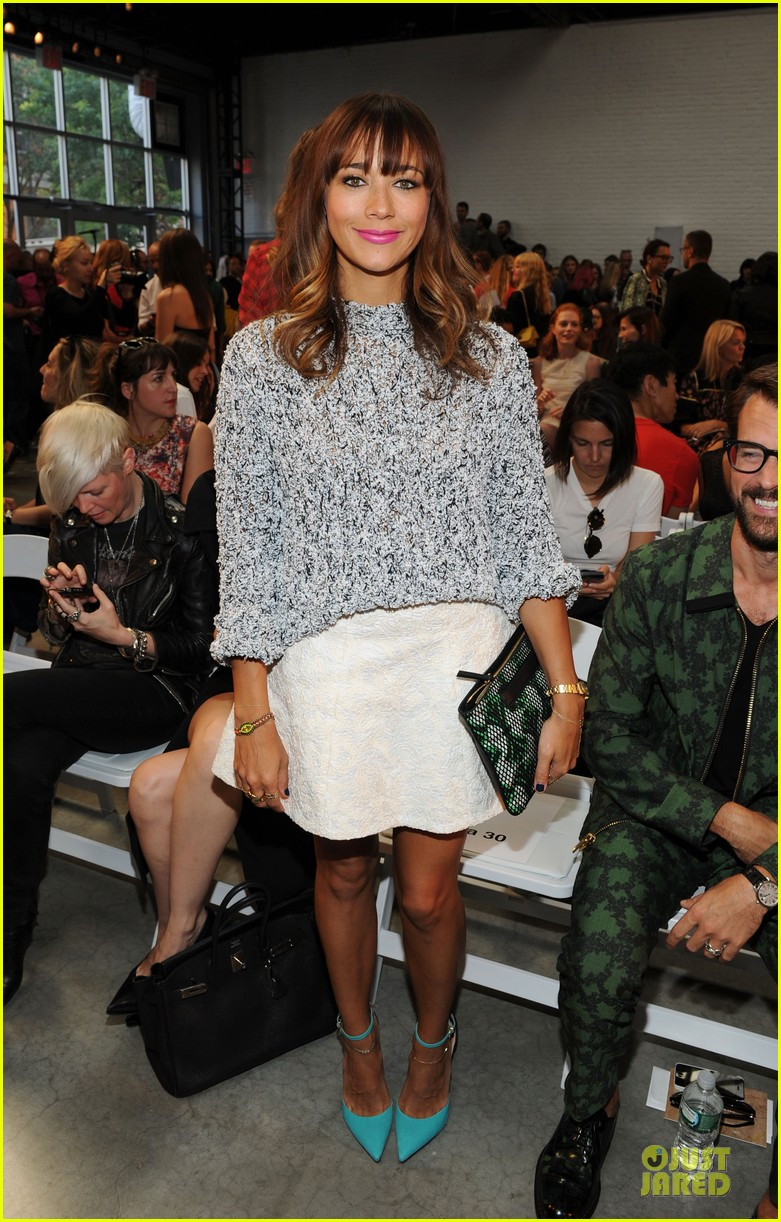 rashida jones christina ricci thakoon fashion show 01