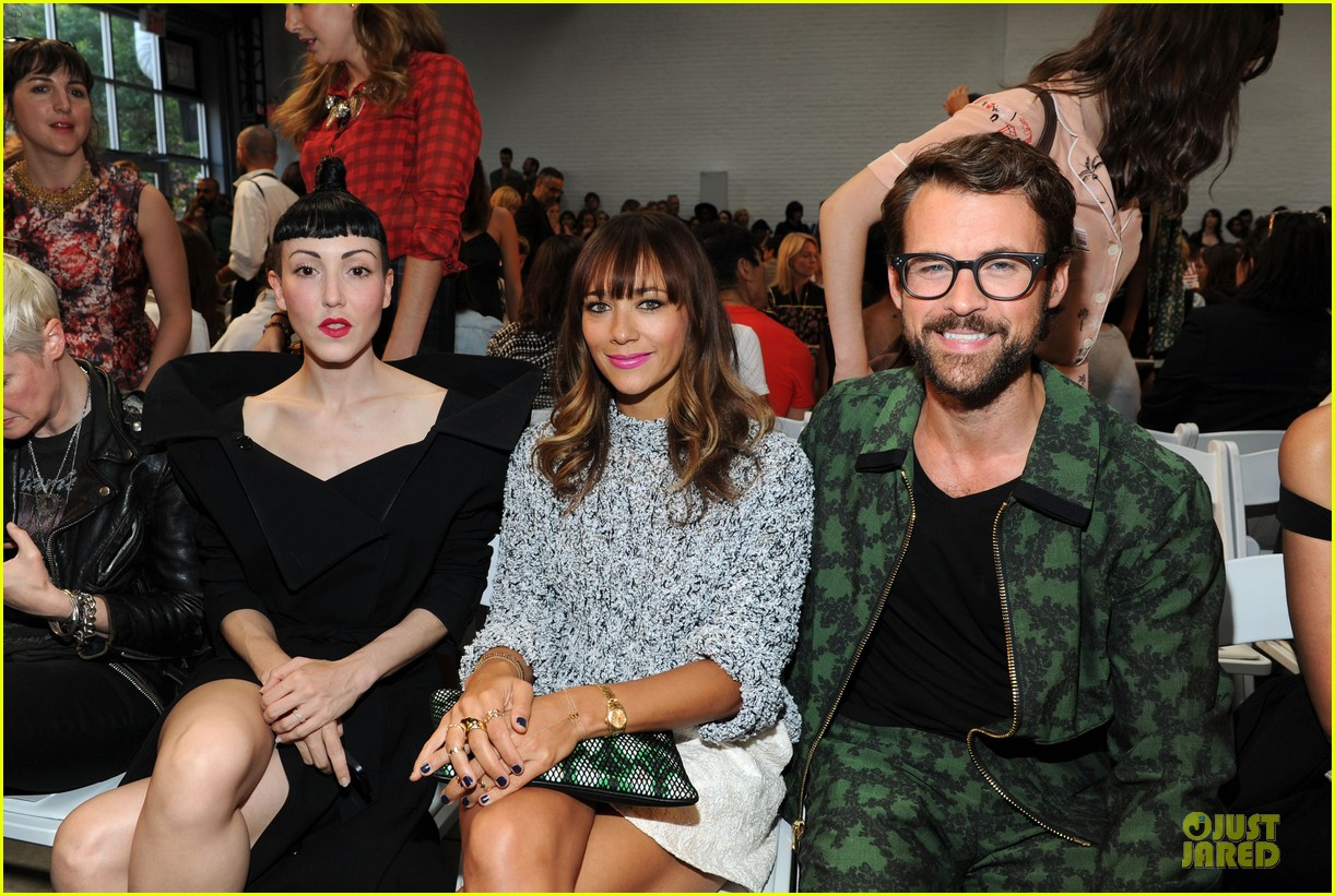 rashida jones christina ricci thakoon fashion show 022947437
