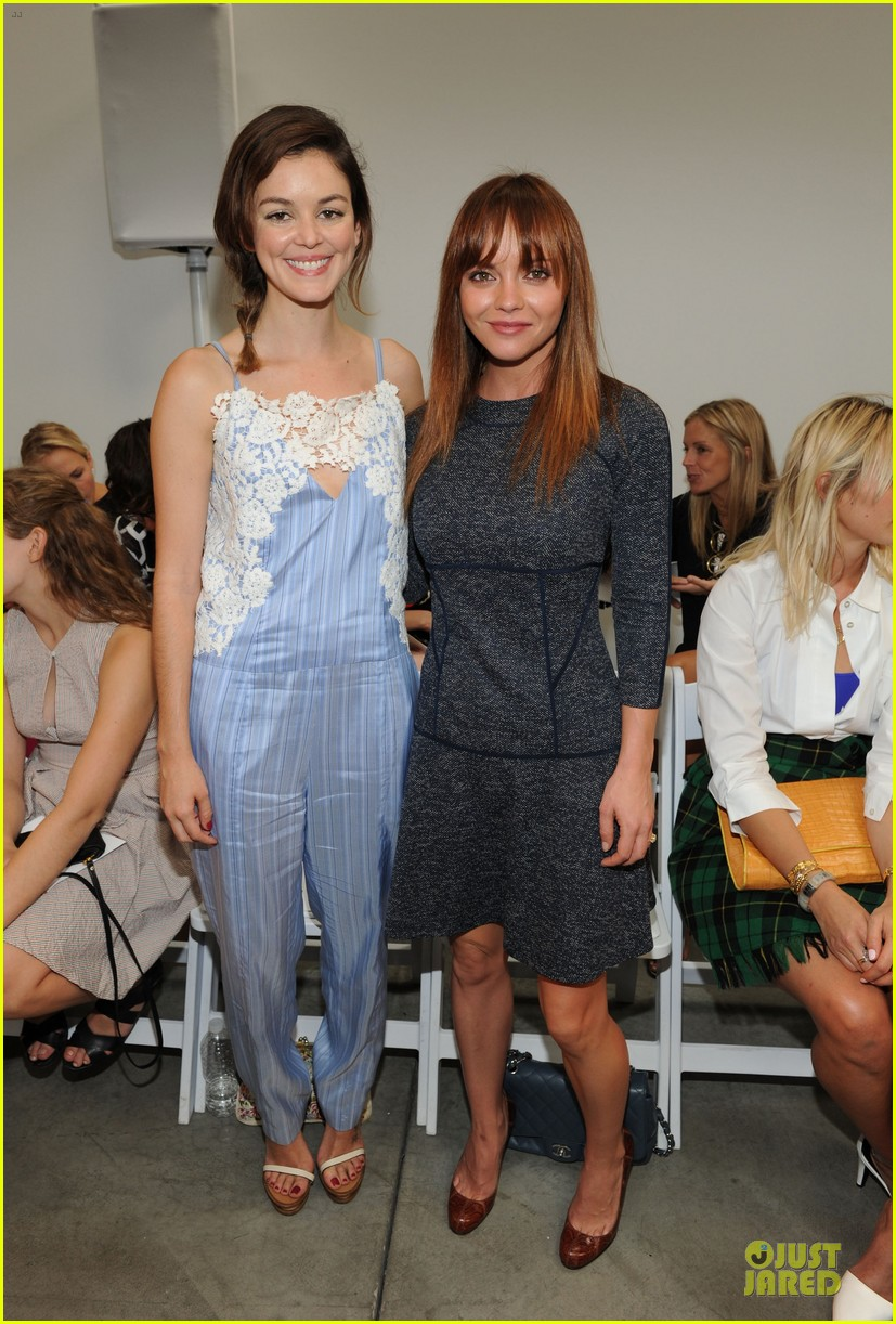 rashida jones christina ricci thakoon fashion show 032947438
