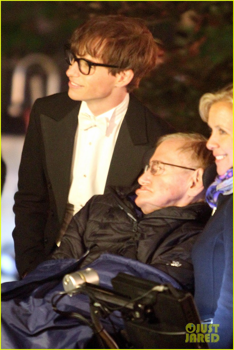 eddie redmayne greets stephen hawking on movie set 022961817