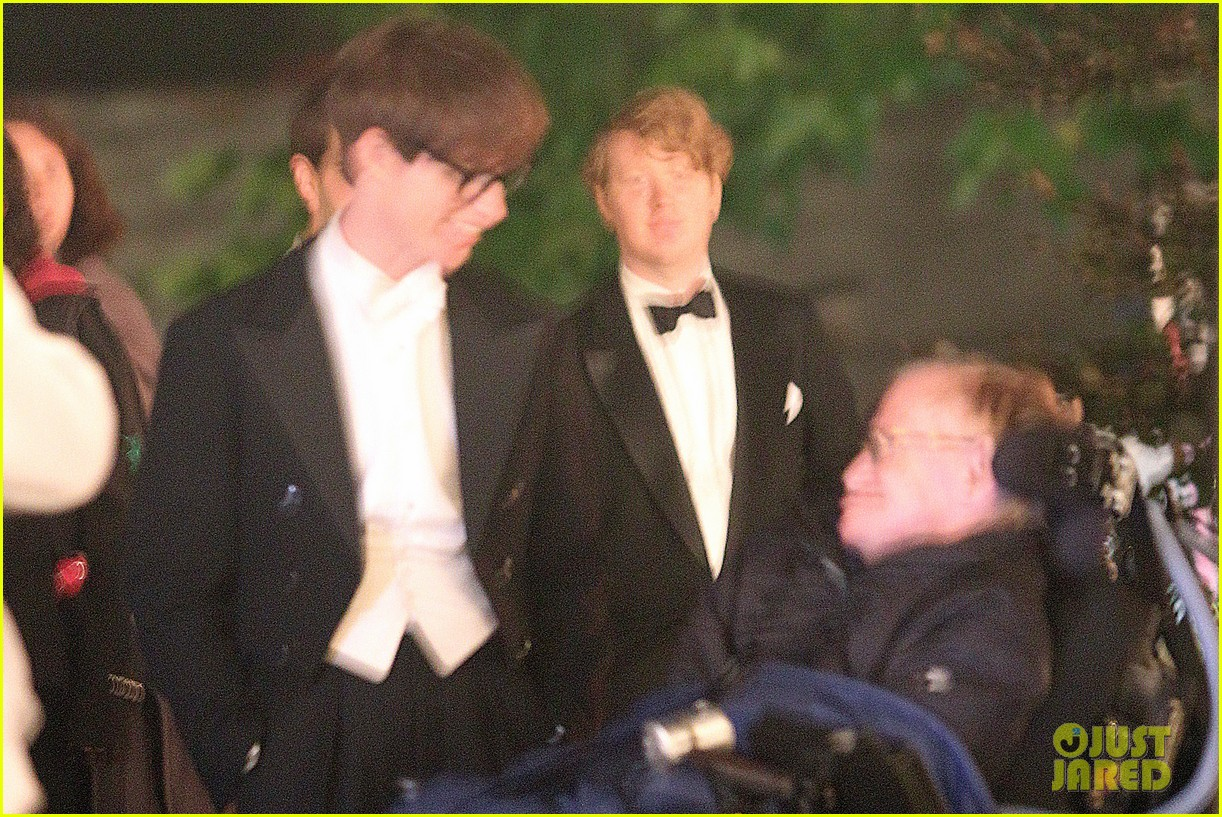 eddie redmayne greets stephen hawking on movie set 032961818
