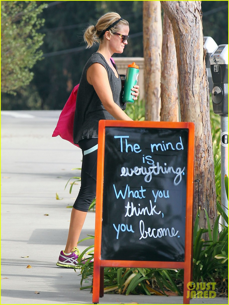 reese witherspoon takes care of business in brentwood 012955376
