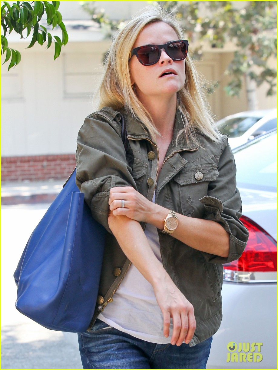 reese witherspoon takes care of business in brentwood 022955377