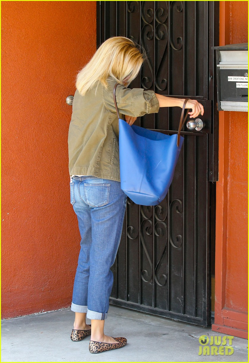 reese witherspoon takes care of business in brentwood 032955378