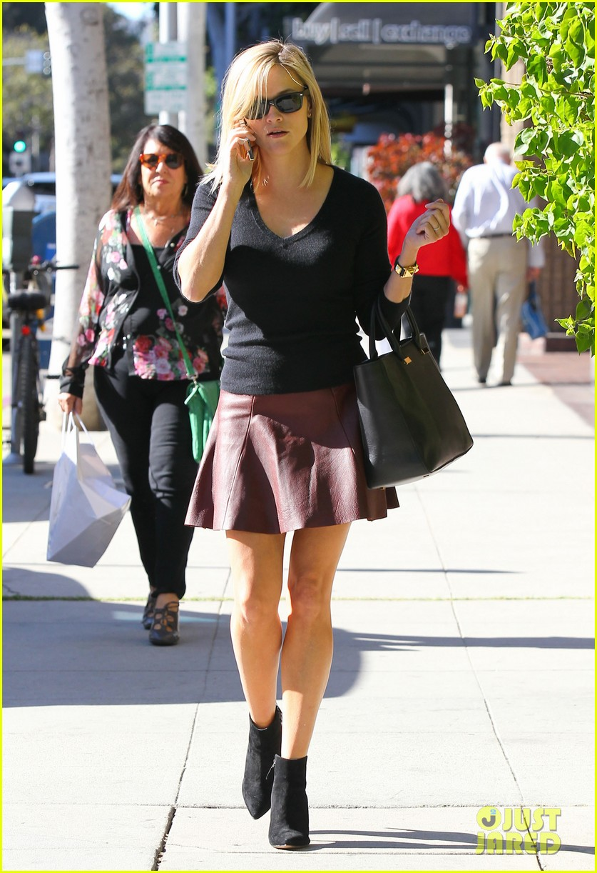 reese witherspoon does outfit change in beverly hills 012961048