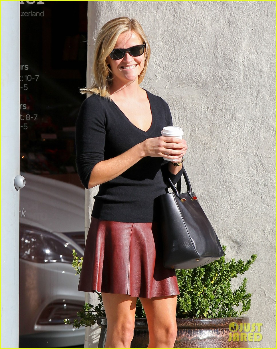 reese witherspoon does outfit change in beverly hills 022961049