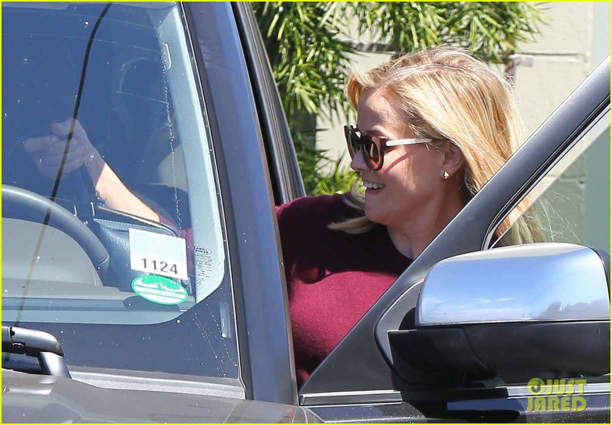 reese witherspoon does outfit change in beverly hills 042961051