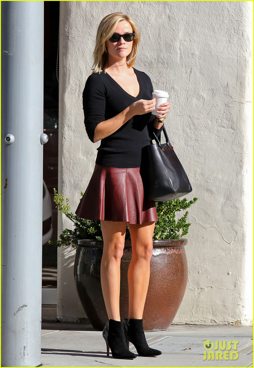 reese witherspoon does outfit change in beverly hills 102961057