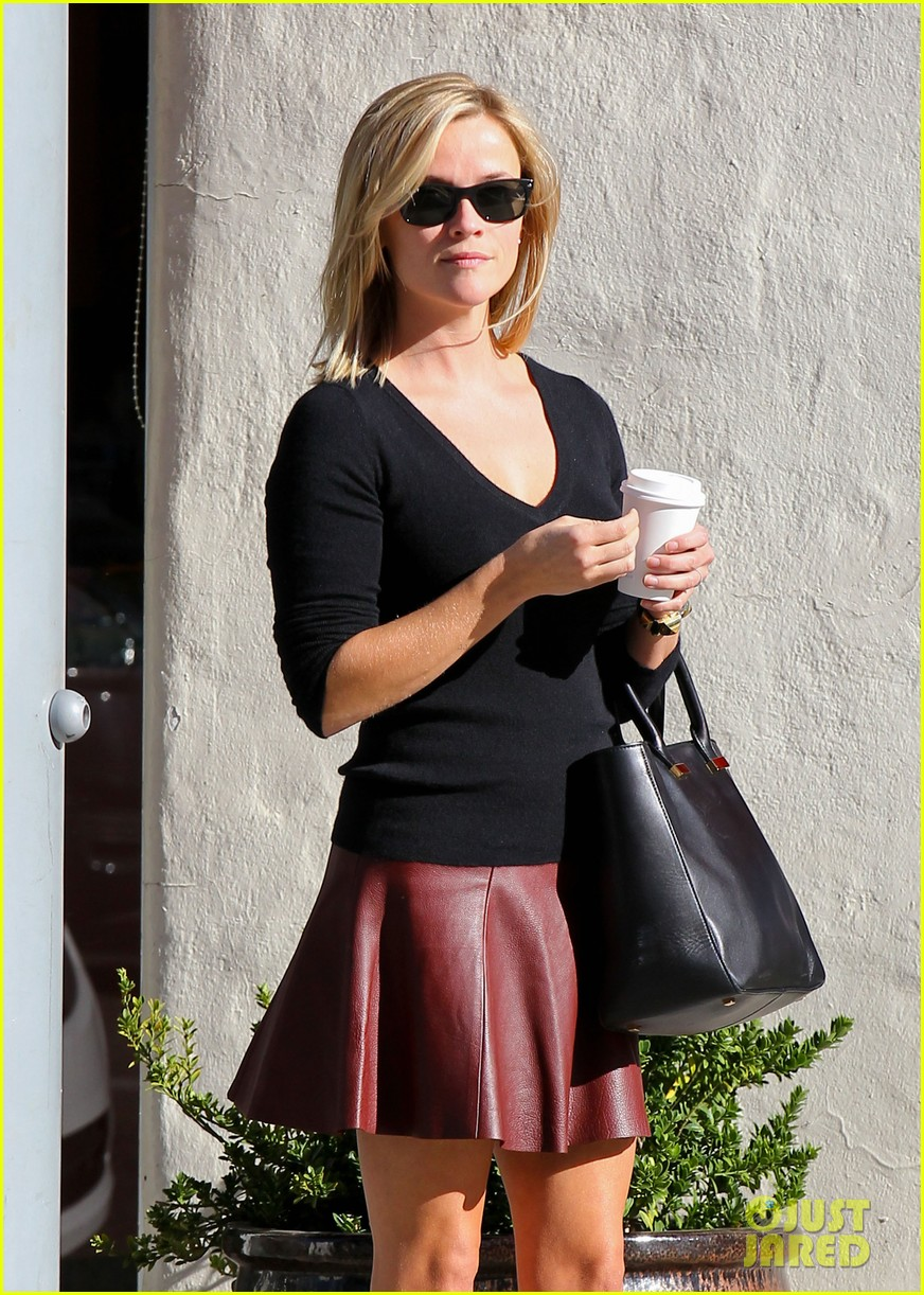 reese witherspoon does outfit change in beverly hills 112961058