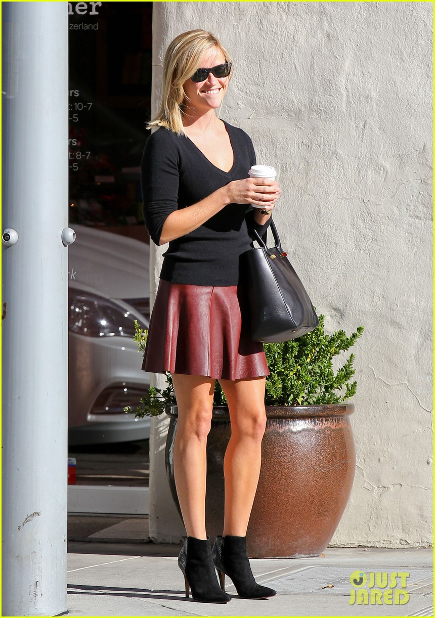 reese witherspoon does outfit change in beverly hills 122961059