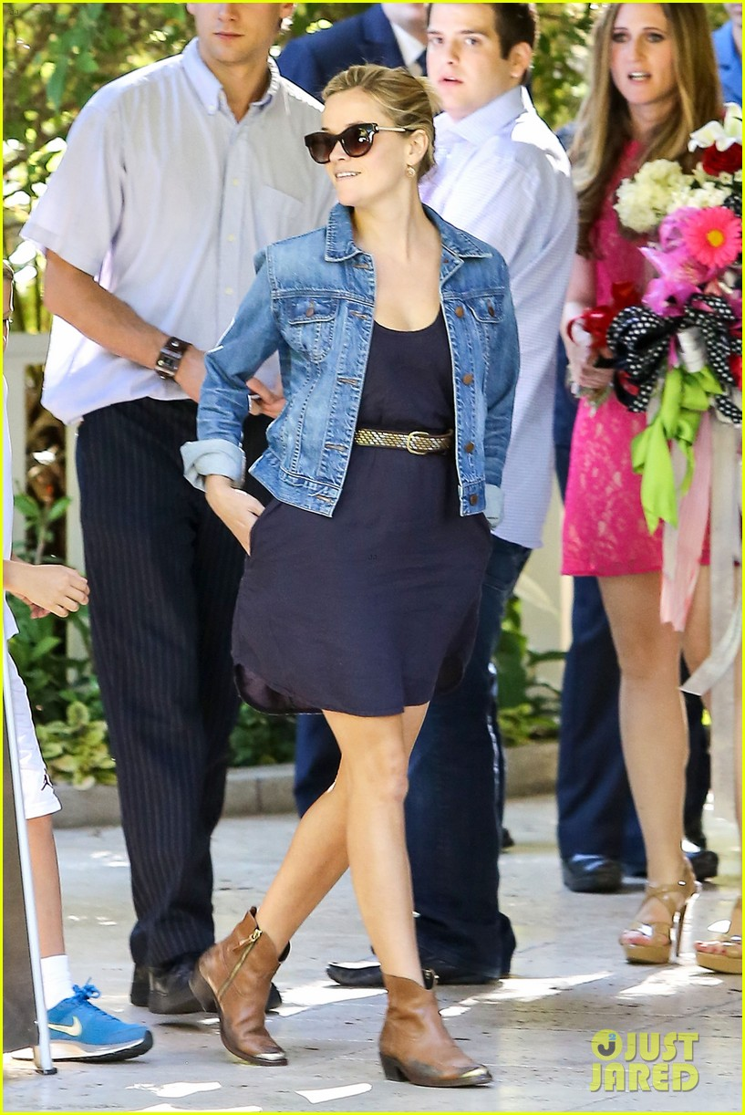 reese witherspoon supports jessica alba the honest company 022962731