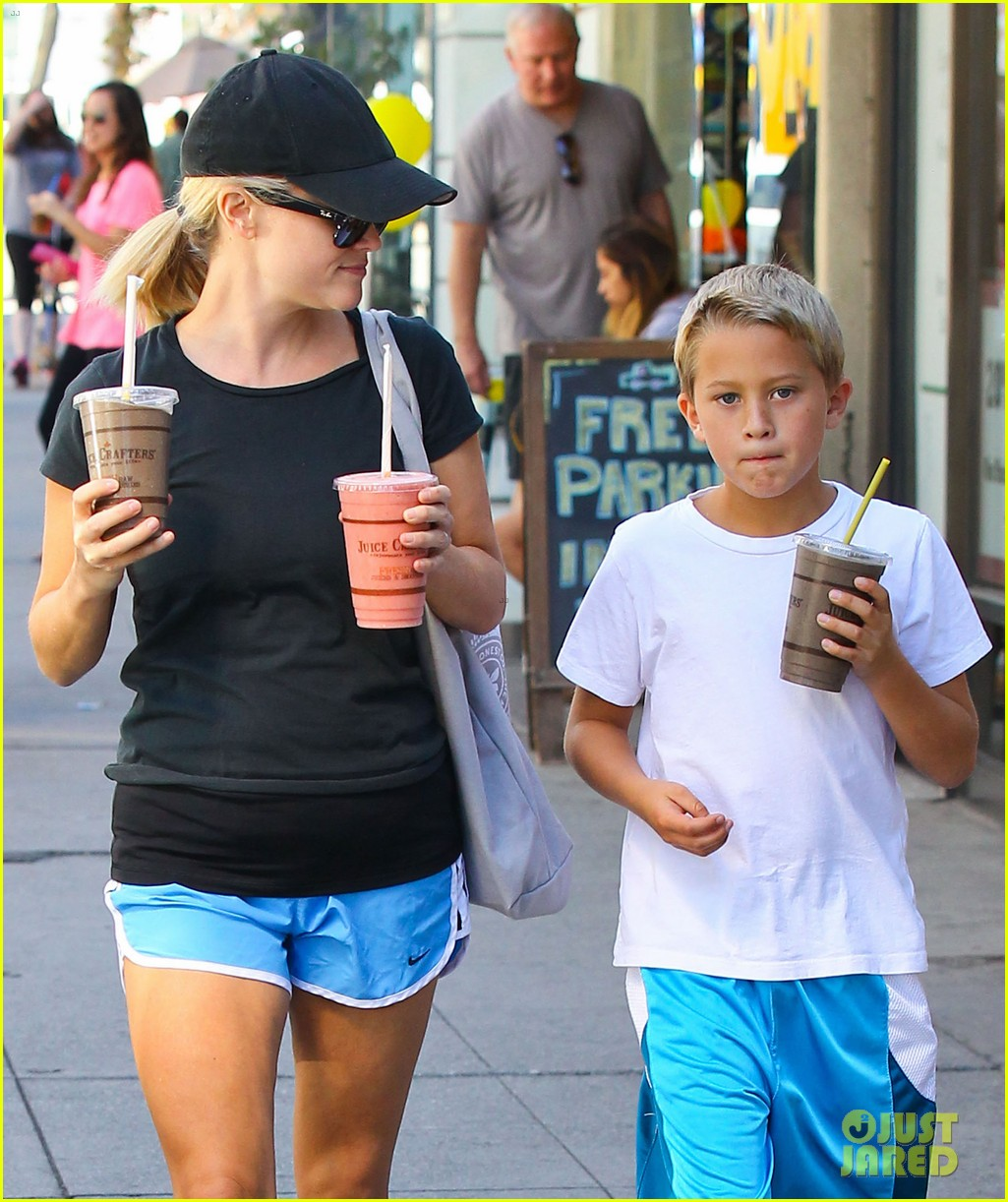 reese witherspoon supports jessica alba the honest company 072962736