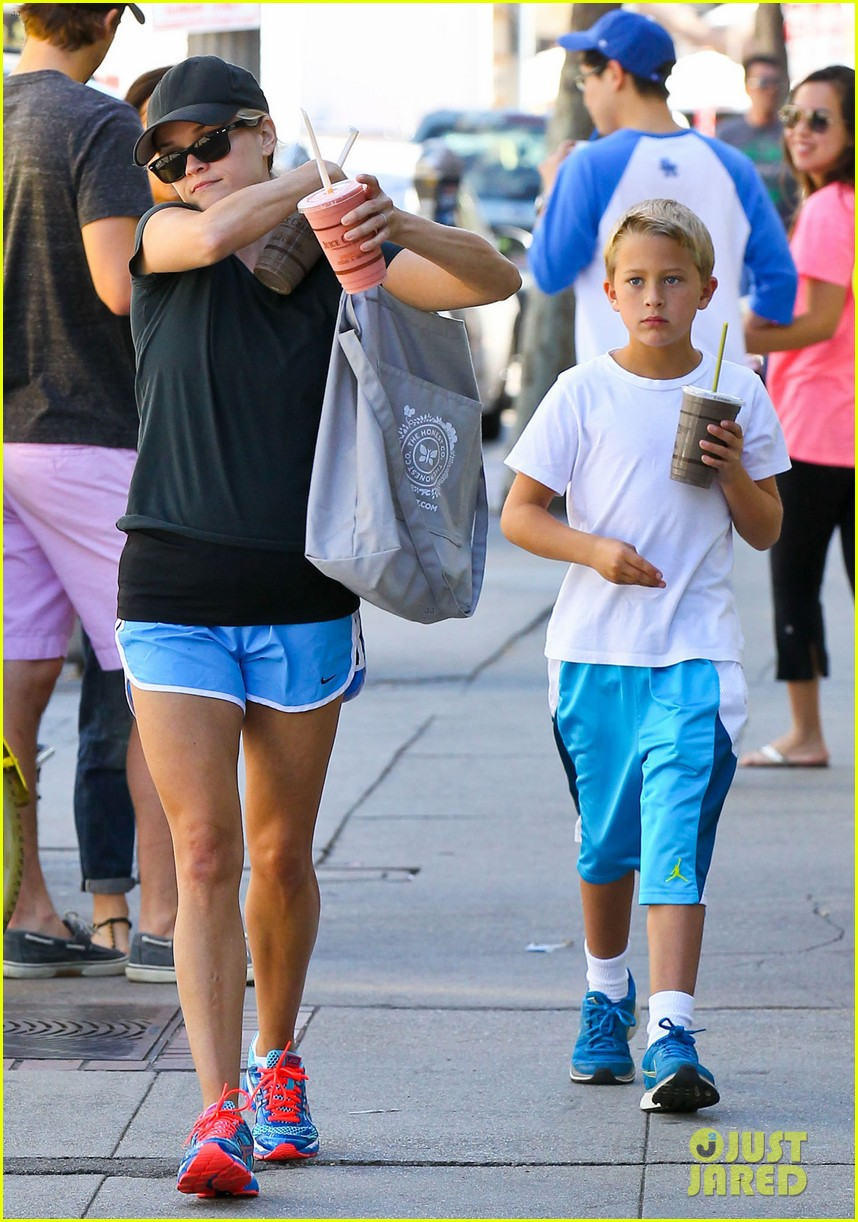 reese witherspoon supports jessica alba the honest company 142962743