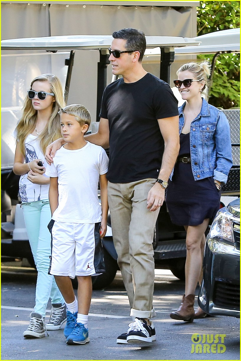 reese witherspoon supports jessica alba the honest company 22