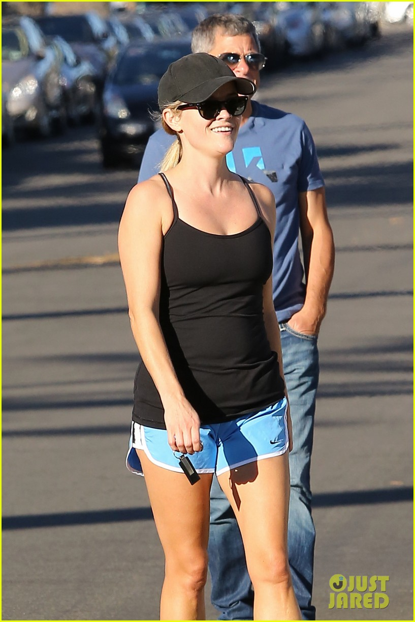 reese witherspoon supports jessica alba the honest company 332962762