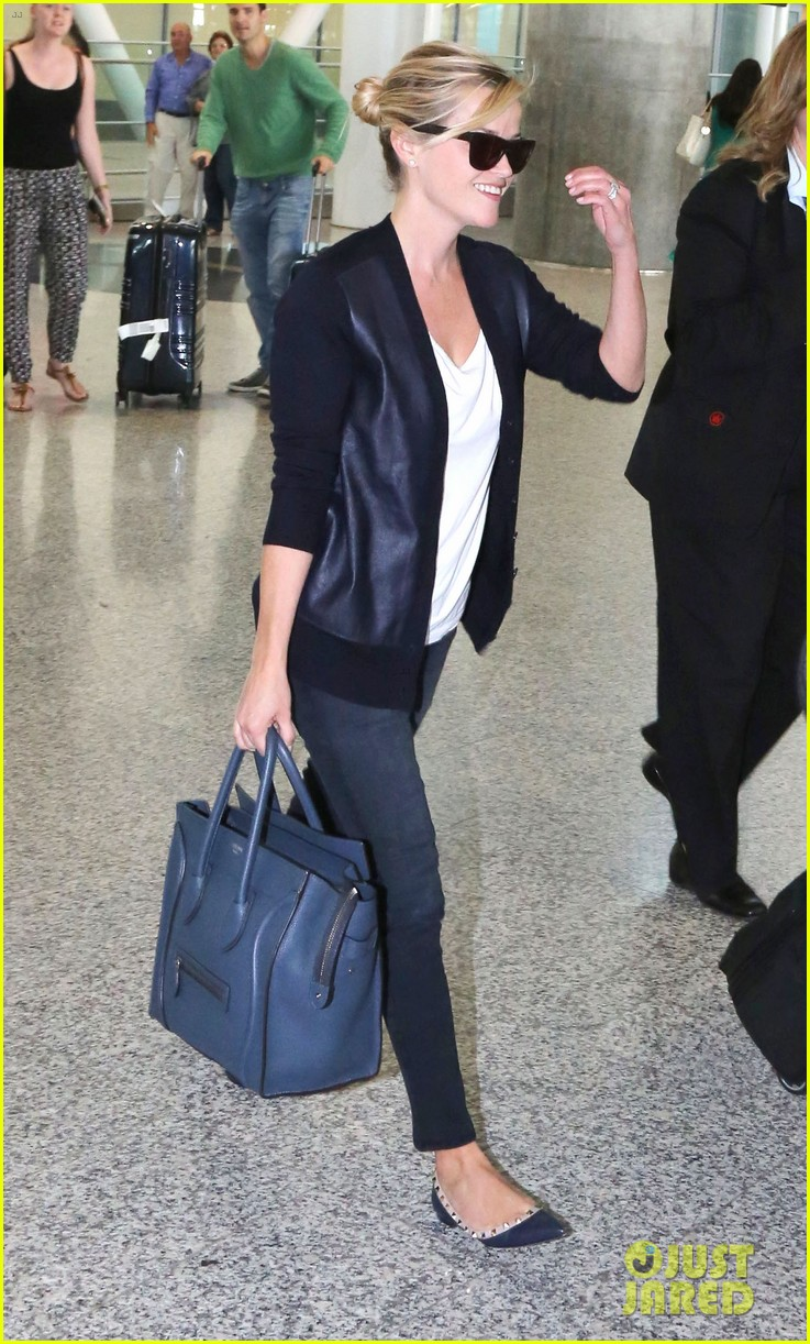 reese witherspoon arrives in toronto for tiff 082947236