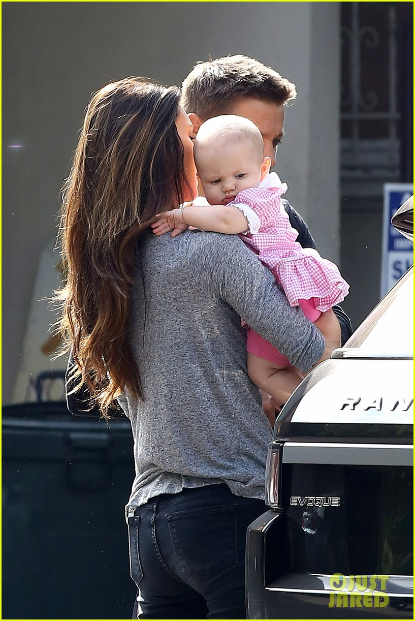 jeremy renner debuts adorable baby ava 032955486