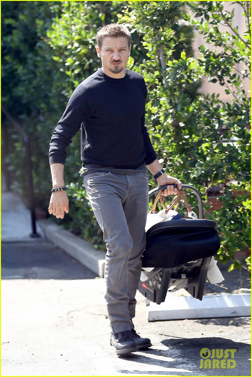 jeremy renner debuts adorable baby ava 052955488