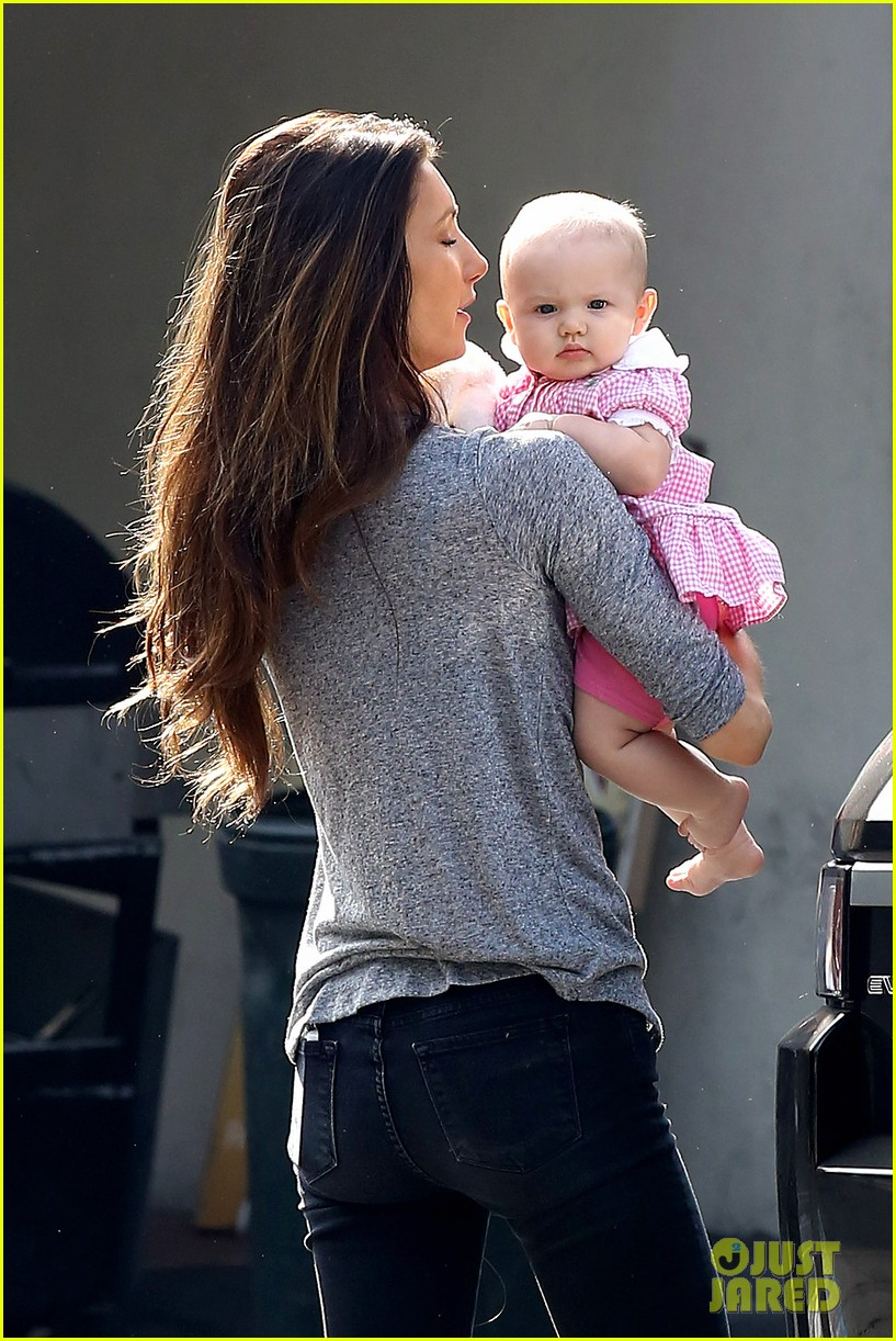 jeremy renner debuts adorable baby ava 082955491