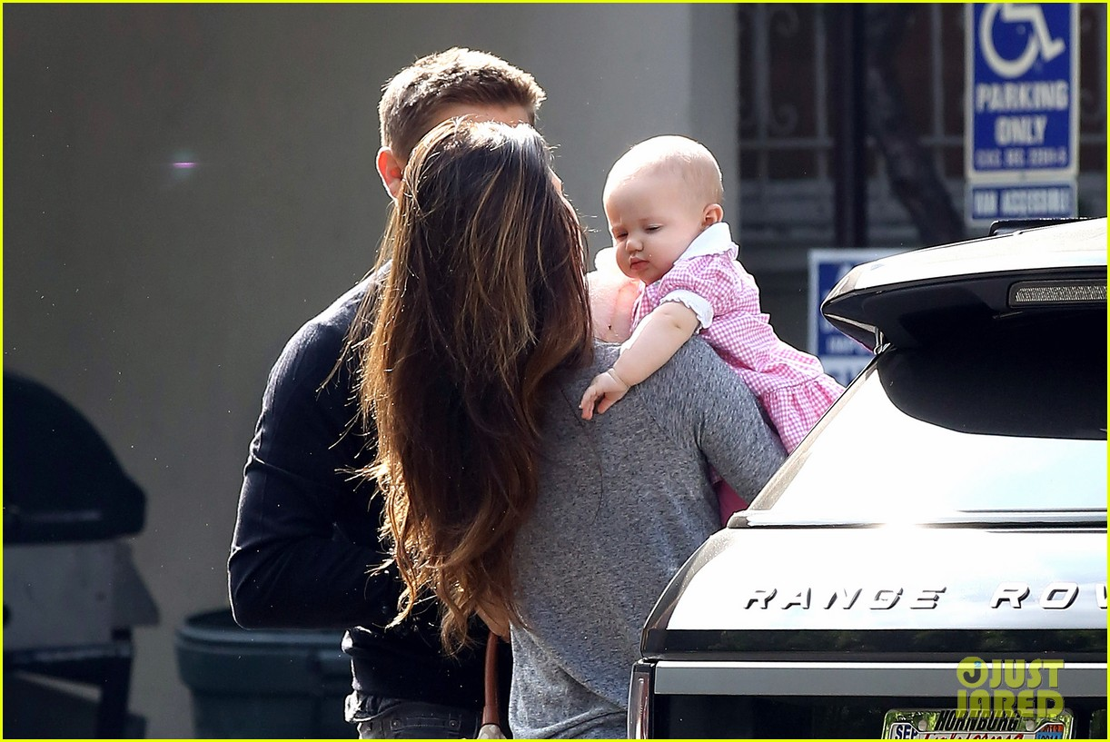 jeremy renner debuts adorable baby ava 252955508