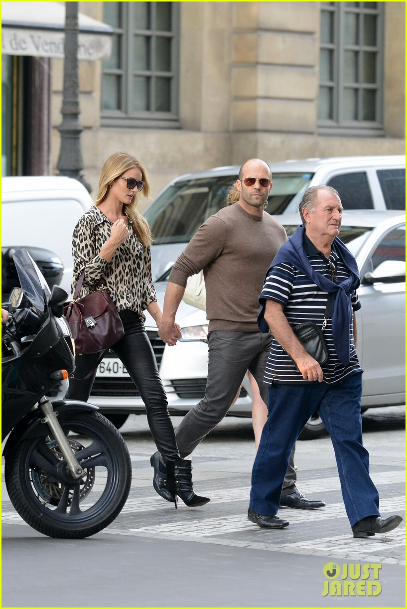 rosie huntington whiteley jason statham step out hold hands 01